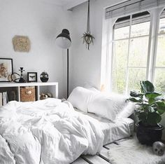 62 Ideas Bedroom Design Scandinavian Quartos For 2019 Living Room White, White Rooms, White Bedroom, Bedroom Wall, Bedroom Decor, White Bedding, Bedroom Plants, Master Bedroom, Design Bedroom