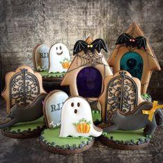 Halloween Graveyard Tombstones Scene with Ghosts decorated cookies. Halloween Desserts, Halloween Cookies Decorated, Halloween Baking, Halloween Goodies, Halloween Food For Party, Halloween Cakes, Halloween Graveyard, Decorated Cookies, Samhain Halloween