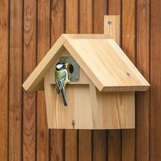 The Malmedy Nest Box has a entrance hole making it ideal for birds such as Great Tits, House Sparrows and Tree Sparrows. Made from robust timber up to thick and left untreated so you can add a wildlife friendly colour stain or treatment of your choice. Common Garden Birds, Common Birds, Bird House Plans Free, Tree House Plans, Bird Nesting Box, Nesting Boxes, Bird House Feeder, Bird Feeders, Modern Birdhouses
