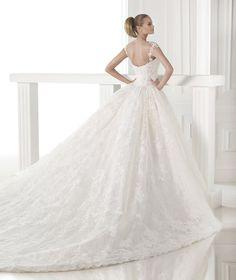 Spectacular princess wedding dress  - Pronovias 2015