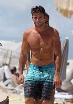 Scott Eastwood Photos - Scott Eastwood Enjoys a Dip in the Ocean While in Miami - Zimbio