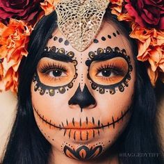 10 Stunning Makeup Ideas for Halloween Halloween Makeup Sugar Skull, Haloween Makeup, Cool Halloween Makeup, Halloween Looks, Skull Candy Makeup, Candy Skull Costume, Sugar Skull Makeup Tutorial, Skeleton Costumes, Costume Makeup