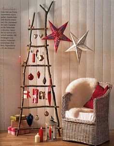 Unusual Christmas Tree Decoration By Unique Rustic Wood Ladder Christmas Tree With Gift Hanging Image! Homemade Christmas Tree, Christmas Crafts For Adults, How To Make Christmas Tree, Homemade Christmas Decorations, Alternative Christmas Tree, Decoration Christmas, Christmas Tree Toppers, All Things Christmas, Star Decorations
