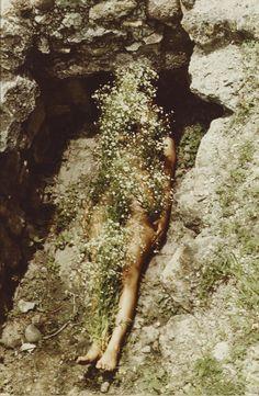 imagen de yagul, 1973. ana mendieta.
