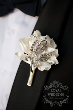 Determining Who Wears Flowers At Wedding For The Best Planning – Bridezilla Flowers Boutonnieres, Corsage And Boutonniere, Wedding Brooch Bouquets, Corsage Wedding, Bridesmaid Bouquet, Wedding Boutonniere, Bridal Packages, Wrist Corsage, Bridezilla