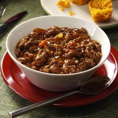 The slow cooker makes this chili ideal for entertaining. A few minutes of prep and then it cooks away while you can attend to other party details. Your guests will really enjoy this nicely seasoned hearty dish. Beef Bean Chili Recipe, No Bean Chili, Chili Recipes, Copycat Recipes, Soup Recipes, Potluck Recipes, Bean Chilli, Muffin Recipes, Slow Cooker Chili