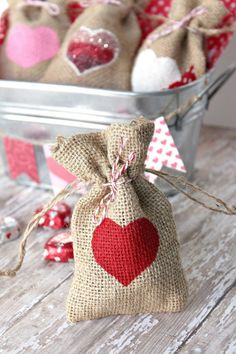 35 Valentine Day Ideas To Show Your Love – The WoW Style san valentin ideas para sorprender Friend Valentine Gifts, Valentine Gifts For Kids, Valentines Gifts For Boyfriend, Valentine Day Crafts, Valentine Ideas, Christmas Crafts, San Valentin Ideas, Burlap Gift Bags, Graffiti