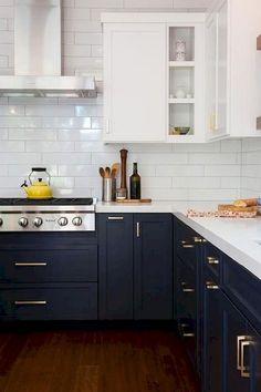 The Do's and Don'ts of White Modern Kitchen Apartment - homeexalt White Wood Kitchens, Modern Farmhouse Kitchens, Rustic Kitchen, Kitchen Decor, Kitchen Ideas, Vintage Kitchen, Kitchen Signs, Farmhouse Design, Antique Kitchen Cabinets