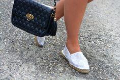 Laurie du blog WithStyle&Chic porte les espadrilles EUSKA en cuir et dentelle! A shopper ici >> http://www.pataugas.com/euska-gu-espadrilles-dentelle/#article=24988