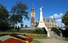 Calais : le parc Saint-Pierre, j'ai habité rue Aristide Briand à 100 mètres du parc, j'y ai usé mes fonds de culottes, courtes évidemment à l'époque !