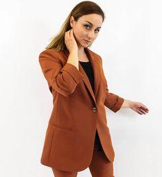 Ένα σακάκι μονόκουμπο σε πολλές διαφορετικές αποχρώσεις για να διαλέξετε αυτή που σας ταιριάζει. Πάει πραγματικά με τα πάντα και είναι ένα ρούχο κλειδί στην ντουλάπα σας!  #vayagr #boutique #suit #fashion #style #thessaloniki #greece #outfit #womensfashion #plussizes