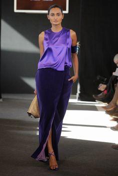 Asturias en Madrid Fashion Show Fashion Week, Look Fashion, Fashion Brand, Runway Fashion, Fashion Show, Womens Fashion, Shades Of Purple, Party Dress, Fashion Dresses