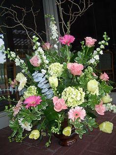 pink and green. Altar Arrangements. thebloomingidea.blogspot.com