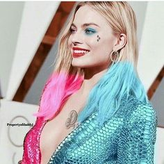 This is so photo shopped but imagine if Margaret Robbie actually wore this outfit it would be soooooo freaking awesome OoO Margot Elise Robbie, Margo Robbie, Actress Margot Robbie, Margot Robbie Harley Quinn, Harley Quinn Halloween, Harley Quinn Comic, Harley Quinn Cosplay, Margaret Robbie, Der Joker