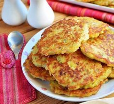 Tocinei cu șuncă, cașcaval și verdeață -pufoşi și gustoși ! - Retete Usoare Baby Food Recipes, My Recipes, Mexican Food Recipes, Whole Food Recipes, Diet Recipes, Cooking Recipes, Food Baby, Gujarati Recipes, Gujarati Food