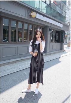 korean style 2019 Celebrity Fashion Outfit Trends And Beauty Tips Celebrity Fashion Outfits, Sneakers Fashion Outfits, Korean Fashion Trends, Korea Fashion, Mode Outfits, Asian Fashion, Look Fashion, Trendy Fashion, Fashion Bloggers