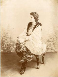Algérie, femme juive vintage albumen print. Tirage albuminé 18x24 Circa
