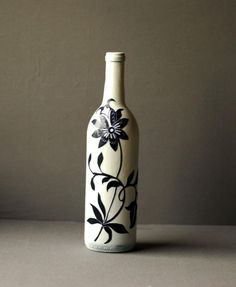 Ever wished you could decoupage on glassware; see our huge collections of glass bottles. Decoupage glass bottles are a cheap, easy way to recycle. Liquor Bottle Crafts, Wine Bottle Glasses, Old Wine Bottles, Recycled Wine Bottles, Christmas Wine Bottles, Wine Bottle Art, Painted Wine Bottles, Diy Bottle, Glass Bottles