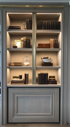 33 gorgeous living room shelving design ideas for copy 9 regal Home Design, Home Library Design, Home Office Design, Bookcase Styling, Built In Bookcase, Bookshelves, Bookshelf Lighting, Home Interior, Interior Design