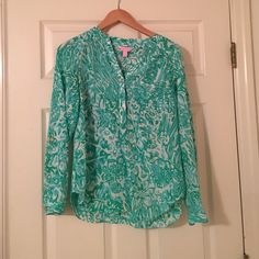 Reduced price Lilly Pulitzer top Blue Lilly Pulitzer Elsa top Lilly Pulitzer Tops