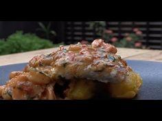 Excelente receta de Filete de Corvina en Salsa de Camarones acompañado de Puré de Plátano Guayabo  #filete #pescado #corvina #camarones #puré Baked Potato, Potatoes, Baking, Drinks, Ethnic Recipes, Food, Fish Recipes, Sauces, Cooking