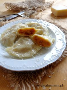 Pierogi z ziemniakami, suszonymi pomidorami i grana padano Gnocchi, Dumplings, Granada, Pasta Recipes, Camembert Cheese, Pancakes, Food, Sun Dried Tomatoes, Grenada