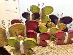 Spring and summer wooden decor. These primitive, yet modern looking butterflies have been cut, sanded 2x4 Crafts, Primitive Wood Crafts, Wooden Crafts, Country Primitive, Crafts To Sell, Easter Crafts, Christmas Crafts, Wood Butterfly, Arte Country