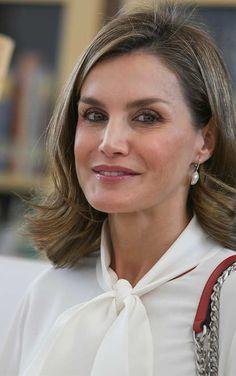 Queen Letizia TOUs pearl earrings