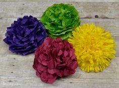 São lindas e fazem o maior sucesso estas flores de papel de seda.