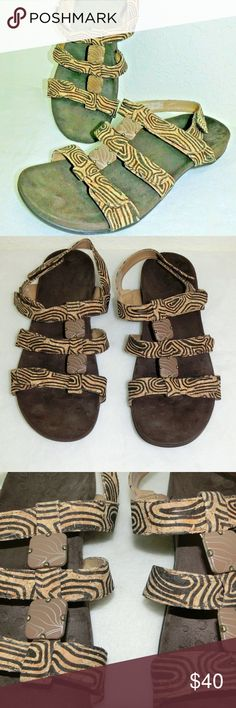 c0e96bccbe2 Vionic Amber Women s Cork Leather Sandal Orthaheel Light surface scratching  on the decorative hardware of the