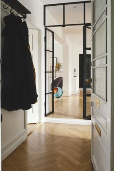 RackBuddy Marlow is a wall-mounted clothes rail with a wooden shelf. Its iron pipes are giving your house an industrial look ! Clothes Rail With Shelves, Entryway Ideas, Marlow, Hallway Decorating, Water Pipes, Floor Space, Walk In Closet, Wooden Shelves, Danish Design