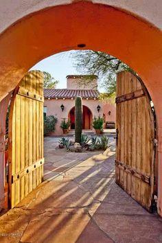 spanish style homes back patio arches Hacienda Style Homes, Spanish Style Homes, Spanish House, Hacienda Kitchen, Spanish Revival, Spanish Colonial, Mexican Courtyard, Mexican Hacienda, Mexican Style