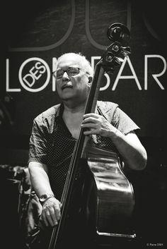 Jazz bouble bassist Eddie Gòmez. Duc des Lombards, Paris, 2015-08.