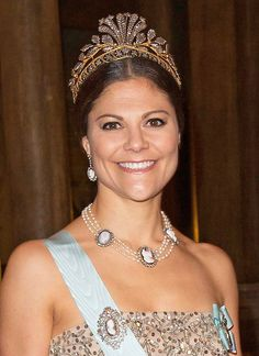 "Royaler Jewelry: It glitters and sparkles on the royal head of Princess Victoria visiting the Nobel Prize dinners.  Amazingly, because on her tiara is not a single diamond.  The ""Cut Steel"" tiara with floral motifs is so delicately made of polished steel and gold-plated brass, giving the impression of gem-stocking occurs.  The diadem of the Napoleonic era was originally Queen Josephine (1807-1876), and it is said that the young Queen Silvia has discovered the first piece on discovery tours…"