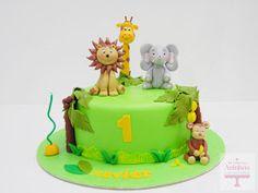 Um bolinho com os animais da selva, para o pequeno Xavier, festejar o seu 1º aniversário.  Bolo de cenoura com ganache de chocolate.        ...