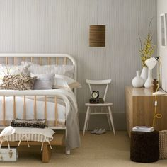 A decoração escandinava propõe simplicidade, conforto e leveza. Confira 48 quartos decorados neste estilo.