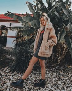 Casual winter fashion - - Doc martins & teddy coat Source by jositrah Winter Outfits, Casual Outfits, Summer Outfits, Cute Outfits, Fashion Outfits, Grunge Outfits, Winter Fashion Casual, Casual Winter, Autumn Winter Fashion