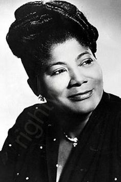 "Mahalia Jackson was an American gospel singer. Possessing a powerful contralto voice, she was referred to as ""The Queen of Gospel"". Jazz, Louis Armstrong, Music Icon, Soul Music, Mahalia Jackson, Vintage Black Glamour, Divas, The Jacksons, Black Celebrities"