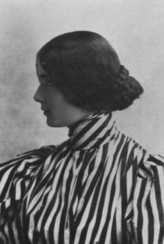 """vintage everyday: 30 Fascinating Portraits of the """"Beauty Queen"""" Cléo de Mérode From Between the 1890s and 1900s"""