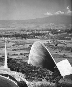 Soaring concrete structure -- Iglesia de Santa Monica in Colonia Tlacoquemecatl del Valle, Mexico -- 1960. Photo courtesy of Universidad Politecnica de Valencia. architect: Felix Candela