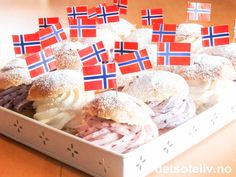 "For the norwegian national day! ""Her har du store, myke, fantastisk gode hveteboller fylt med krem i hvitt, rødt og blått! Heia Norge!!!"" Public Holidays, Holidays And Events, 17. Mai, Norwegian Food, Norwegian Recipes, Norway National Day, Norwegian Christmas, Constitution Day, Scandinavian Food"