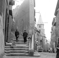 Marseille, 1950. LE PANIER. Photographie Three Lions. Gettyimage French People, France, Provence, Lions, Past, Photos, Places, Painting, Fotografia