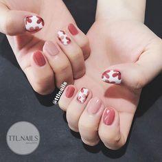 Floral design, fall colours nail в 2019 г. nails, gel nails и beauty nails. Flower Nail Designs, Best Nail Art Designs, Trendy Nails, Cute Nails, Pink Nails, Gel Nails, Rose Nail Art, Nail Art Diy, Korean Nail Art