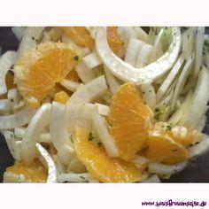Fenchel-Orangen-Salat wir nennen den Fenchel-Orangen-Salat gute-Laune-Salat, weil er so schön bunt ist, herrlich und nach Sonne schmeckt vegetarisch vegan laktosefrei glutenfrei Shrimp, Health Fitness, Meat, November, Dressing, Food, Lettuce Recipes, Health And Fitness, Dinners