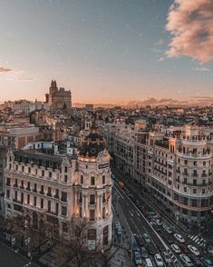 travel destinations photography Reiseziel: Madrid Spanien - Reisen - - Flight, Travel Destinations and Travel Ideas City Aesthetic, Travel Aesthetic, Aesthetic Grunge, Aesthetic Vintage, Aesthetic Anime, Building Aesthetic, Beach Aesthetic, Aesthetic Collage, Quote Aesthetic