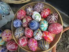 Easter eggs by Svetla Rakshieva, Bulgaria Easter Traditions, Egg Decorating, Easter Eggs, Old School, Bulgaria, Connect, Holidays, Easy, People