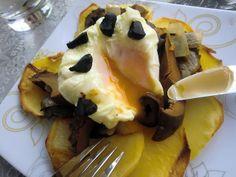 Rovellones con huevos poché al ajo negro