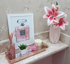 Home Design Decor, Home Decor Trends, Glamour Decor, Rose Gold Aesthetic, Nail Salon Design, Floating Shelf Decor, Bathroom Baskets, Rose Gold Decor, Small Room Decor