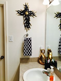 Simple Black and White Bathroom decor with a Touch of Gold.