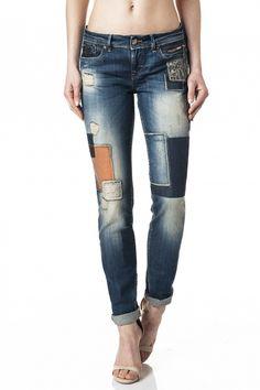 98% Algodão  2% ElastanoAs calças de gangaColette dão um novo significado à palavra conforto. O fit desenvolvido num denim especial torna-asrealmente numa segunda pele. Estes jeans versáteis adaptam-se a diversos tipos de corpo, dão o aspeto de uns jeans de cinta baixa, mas sã